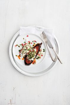 Eggplant steaks with cauliflower pilaf - Chatelaine Vegetarian Recipes Dinner, Vegetarian Cooking, Vegetable Dishes, Vegetable Recipes, Healthy Snacks, Healthy Recipes, Locarb Recipes, Healthy Eating, Chatelaine Recipes