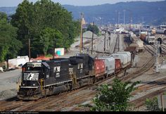 RailPictures.Net Photo: NS 2560 Norfolk Southern EMD SD70 at Baden, Pennsylvania by BNSF ES44DC