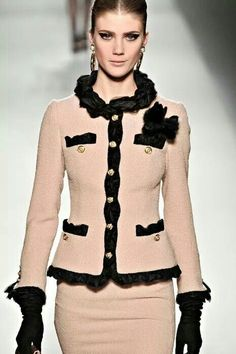 Moschino Fall 2011 - Chanel Clothes - Trending Chanel Clothes - I want to sew a Chanel-style jacket with couture techniques so badly. Definitely a near-future goal. Such a classic wardrobe piece. Fashion Week, Look Fashion, High Fashion, Womens Fashion, Fashion Design, Fashion Trends, Fashion Clothes, Fashion Shoes, Fashion Beauty