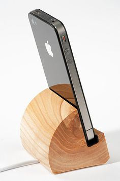 DIY Phone Stand and Dock Ideas That Are Out of The Box - Iphone Stand - Ideas of Iphone Stand - Make your own classy wooden cell phone stand perfect for your desk or at home. Diy Phone Stand, Wood Phone Stand, Tablet Stand, Ipad Stand, Wood Crafts, Diy And Crafts, Iphone 4s, Wood Design, Wood Turning
