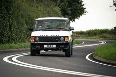This restomod Range Rover Classic costs Is it worth the cash? Range Rover Classic, Range Rover V8, Range Rover Sport, Top Gear Funny, Singer Porsche, Porsche 911, Garage Workshop Plans, Land Rover Freelander, Offroader