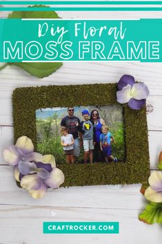 This DIY moss frame with flowers is a beautiful piece of wall art for your home. It also makes an awesome gift for moms and grandmas! #diymossframe #handmadegiftidea #diyhomedecor #craftrocker Diy Craft Projects, Crafts For Kids, Fake Hydrangeas, Diy Memo Board, Stick Photo, Diy Home Accessories, Frame Crafts, Do It Yourself Home, Flower Frame