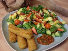 Wunderschön bunt auch das Abendessen bei Pepper&Salt: Gemüsestäbchen mit gemischtem Salat