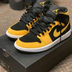 Jordan 1 Black, Jordan 1 Mid, Taylors Gang, Original Air Jordans, Custom Jordans, Black Jordans, Kicks Shoes, Black N Yellow, Color Black