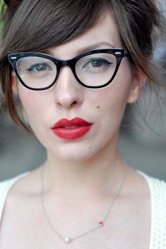 Glasses frames hipster red lips ideas for 2019 Bangs And Glasses, New Glasses, Cat Eye Glasses, Sexy Bikini, Skinny Face, Thin Eyeliner, Eye Makeup Cut Crease, Glasses Trends, Portraits