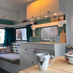 Caravan interior beautify made easy - Just do it yourself and Kos . - Glamping: Premium Camping Urlaub und Unterkünfte - tipps Caravan interior beautify made easy - Just do it yourself and Kos . - Glamping: Premium C. Caravan Makeover, Caravan Renovation, Camper Interior, Interior Exterior, Interior Doors, Camping Hacks, Camping Ideas, Glamping, Caravan Inside