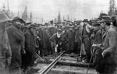 British Columbia - Lord Strathcona drives the Last Spike of the Canadian Pacific Railway, at Craigellachie, November Completion of the transcontinental railroad was a condition of entry into Confederation. Canadian Pacific Railway, Canadian Rockies, Glencoe House, Golden Spike, Canadian History, American History, Old Trains, Red River, Train Travel