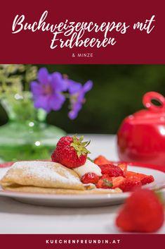 Rezept für französische Cremes mit heißen Erdbeeren und Minze. Der Buchweizen schmeckt nusszig und die hauchdünnen Crepes lassen jeden von Frankreich träumen. Foodblogger, Post, Diabetes, Strawberry, Sweets, Fruit, Breakfast, Buckwheat, Mint