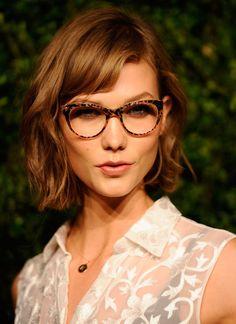 Karlie Kloss: Hair color & tortoise glasses!
