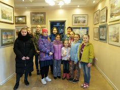 В галерее Line Art  прошла  экскурсия для учеников студии Волшебная кисточка. На выставке Всеволода Романкова Акварельная прогулка.На примере работ мастера юные художники познакомились с