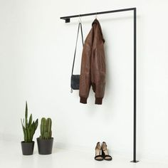Minimalistische Garderobenstange aus Stahl Steel coat rack welded, square, powder coated, black // Loft style // for the narrow hall // space-saving clothes rail for the entrance // Scandi Chic // Industrial Design // Scandinavian Steel Wardrobe, Wardrobe Rail, Buy Wardrobe, Hall Coat Rack, Coat Hanger, Jacket Hanger, Loft Design, House Design, Design Shop
