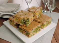 receita de torta integral de legumes cortada em pedaços