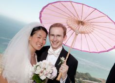 Favor accessories made from natural & sustainable materials--like this bamboo & paper parasol. Budget Bride, Budget Wedding, Wedding Photo Props, Wedding Photos, Free Wedding, Diy Wedding, Creative Wedding Ideas, Rice Paper, Bridal Accessories