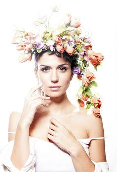 Rozpútajte vo vašich vlasoch farby a vône jari -  #hairstyle #hair #flowers #hairflowers #woman #spring #beauty #love #sweet #sic#kamzakrasouKAMzaKRÁSOU.sk