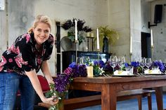 Raumgestaltung - Akzente aus Seidenblumen | Silk&Fine Color Of The Year, Kimono Top, Classic, Blue, Women, Fashion, Fake Flowers, Interior Decorating, Cat Walk