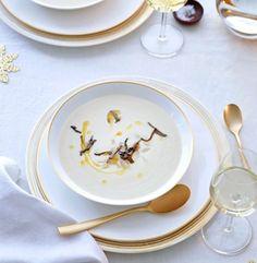 Topinambursuppe mit Trüffel als Vorspeise für ein weihnachtliches Festmahl