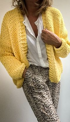 Cool and Stylish Crochet Cardigan Patterns and Idea Images - Beauty Crochet Patterns! - Stricken - Cool and Stylish Crochet Cardigan Patterns and Idea Images - Crochet Cardigan Pattern, Knit Cardigan, Knit Crochet, Kimono Pattern, Knit Fashion, Fashion Outfits, Cardigan Fashion, Fashion Women, Knitting Patterns