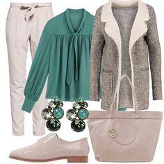 Outfit da giorno molto versatile: pantaloni morbidi grigio chiaro con fiocco in vita, camicia verde con fiocco, stringate lucide, maxibag AJ, cappotto con tasconi laterali. A completare il look orecchini verdi brillanti.