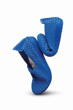 Uma excelente dica para o Outono/Inverno de 2015. Um conforto garantido para nossos pés nessa época do frio Gaúcho. As Flats são lindas e confortáveis. Ok!?   http://conversandocommireia.com.br/sapatilhas-flats-com-tramas-de-elastico/