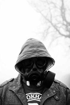 G Gas Mask Art, Masks Art, Gas Masks, Anonymous Mask, Apocalypse Aesthetic, Plague Mask, Portrait Photography Men, Profile Pictures Instagram, Colored Smoke