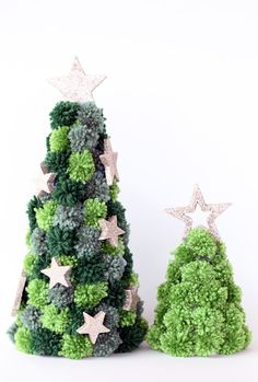 Christmas Tree Craft - Make pretty pom pom Christmas trees to decorate your home with this season. With simple supplies needed they look so festive! Christmas Tree Festival, Christmas Trees For Kids, Christmas Tree Toppers, Christmas Projects, Christmas Tree Decorations, Christmas Christmas, Xmas, Christmas Pom Pom Crafts, Holiday Crafts