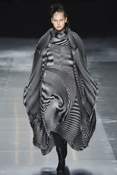 Sculptural Fashion - monochrome dress with striped & sculpted pleats // Issey Miyake Fall 2016