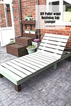 DIY Easy Pallet wood Reclining Sun Lounger Pallet Garden Furniture, Outdoor Furniture Plans, Furniture Ideas, Outdoor Palette Furniture, Pool Furniture Diy, Rustic Furniture, Painted Furniture, Outdoor Couch, Pallet Table Outdoor
