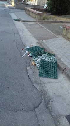 "Casagiove. Piazzetta Crocco in balia dei vandali: ""Pavimentazione divelta"" a cura di Redazione - http://www.vivicasagiove.it/notizie/casagiove-piazzetta-crocco-balia-dei-vandali-pavimentazione-divelta/"