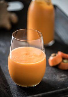 Wortel met gember is een klassieke combinatie. Maar dat het ook lekker is met mango en dat je het vervolgens als smoothie kunt drinken wist ik nog niet. Soms gooi ik gewoon maar wat bijelkaar en dan blijkt het ineens een heerlijke combinatie te zijn. Deze smoothie bevat bijzonder veel vezels. En dat komt met...Lees verder