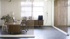 Pour séparer un espace intérieur sans cloisonner, une idée à réaliser avec des cordes ajourées tendues sol plafond qui présente l'avantage de ne pas réduire l'espace et de conserver la luminosité dans chacune des pièces