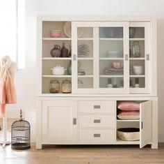 Plaats al jouw mooie accessoires in deze sfeervolle buffetkast! De ideale toevoeging aan iedere woonkamer!