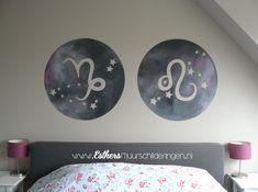 Muurschildering op de slaapkamer. De sterrenbeelden steenbok en leeuw heb ik verwerkt in 2 cirkels met het heelal als achtergrond. Elke grootte, kleur en sterrenbeeld is natuurlijk mogelijk!
