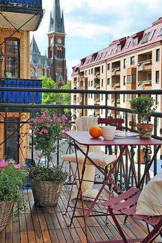 How to decorate a balcony-- love this kind of furniture