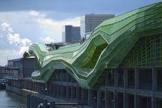 """Cité de la Mode et du Design, sur les """"nouveaux docks"""" du quai d'Austerlitz"""", accueillant l'Institut Français de la Mode"""