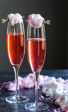 Sparkling Pink Limeade With Champagne Cotton Candy - Sparkling Pink Limeade With Champagne Cotton Candy Is A Fun And Festive Cocktail To Make For Valentines Day I Used To Not Understand Pink The Color That Is I Have A Vivid Memory Of My Mother Cotton Candy Drinks, Cotton Candy Cocktail, Cotton Candy Champagne, Blue Cocktails, Festive Cocktails, Prosecco Sparkling Wine, Cocktail Garnish, Champagne Cocktail, Cocktail Recipes