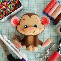 Озорная обезьянка из мягкого фетра Привет, мои фетровые друзья! Сегодня в нашем мастер-классе мы сошьем вот такую озорную и веселую обез...