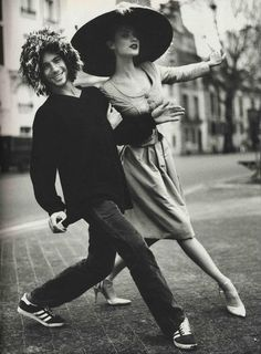 Love this picture of a model & British jazz-pop artist Jay Kay, lead singer of Jamiroquai, strutting across the street in style Victor Hugo, Jay Kay, Rapper, Martina Mcbride, Dance Movement, Just Dance, Celebs, Celebrities, David Bowie