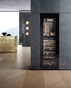 Breaking: The latest kitchen design trends for 2019 Latest Kitchen Trends, Latest Kitchen Designs, 2019 Kitchen Trends, Cave A Vin Design, Kitchen And Bath, Kitchen Decor, Kitchen Workshop, Kitchen Flooring, Cool Kitchens