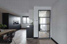 Je hal in de metamorfose met een stalen deur Interior Design Living Room, Living Room Designs, Minimalist Home Decor, Interior Exterior, Apartment Interior, Small Living, Diy Home Decor, Room Decor, New Homes