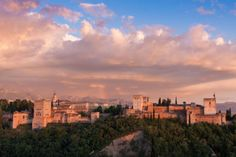 Granada, Andalucía. Foto de Jorge Segovia. #LPTraveler #postalesLP #Granada #Andalucía #Alhambra #monumento #colores #cielo #tierra #magia