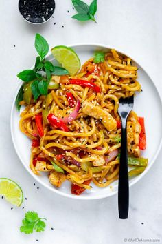 Stir Fry with fresh Udon Noodles Tofu and Veggies Stir Fry Recipes, Noodle Recipes, Veggie Recipes, Asian Recipes, Vegetarian Recipes, Cooking Recipes, Udon Stir Fry, Stir Fry Noodles, Udon Noodles