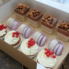 57 Ideas fruit basket present Small Desserts, Fancy Desserts, Cupcake Recipes, Baking Recipes, Dessert Recipes, Yummy Treats, Sweet Treats, Yummy Food, Dessert Packaging