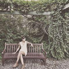 La ropa que hacemos no está hecha a gran escala porque nos gusta pensar que las mujeres que usan nuestras prendas buscan hablar desde la diferencia y evitan uniformarse.  Nos gusta creer que las mujeres que usan Casa Lefay son tejedoras de historias que están al tanto del impacto que causan sus decisiones y saben que son #creadoras de su propio universo por eso buscan prendas únicas cargadas de significado. Nos hace felices poder crear para ustedes las mujeres que dan un paso al frente por…