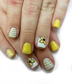 Yellow nails. Summer nails. Floral nails. #PreciousPhanNails