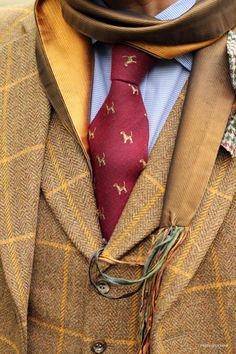 A vested SB suit of unknown make featuring a  matching notch-lapel waistcoat of ochre herringbone tweed with goldenrod deco; harmonized with accessories suggesting the colors of a perfect day in fall.