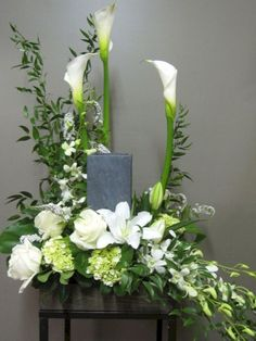 Flower Arrangement for Urn Florist Montreal Abaca Flowers shop . Sympathy flowers for the home and office. Flowers for the funeral service. Inexpensive Flower Arrangements, Arrangements Funéraires, Funeral Floral Arrangements, Church Flower Arrangements, Beautiful Flower Arrangements, Casket Flowers, Altar Flowers, Church Flowers, Funeral Flowers