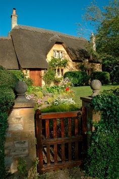 I love English cottages