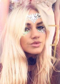 Makeup Glitter Face Fashion 62 Ideas For 2019 Glitter Face, Glitter Dress, Glitter Makeup, Glitter Gel, Festival Face Jewels, Festival Makeup, Makeup Tumblr, Face Gems, Makeup For Teens
