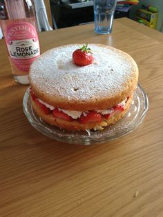 Homemade strawberry sponge cake <3