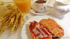 www.isabelmoro.com Desayuno extremeño. Tostada con tomate y jamón Ibérico y tostada con cachuela extremeña.